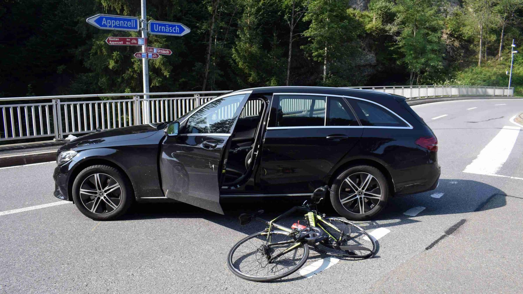 Die Velofahrerin wurde bei dem Unfall schwer verletzt.