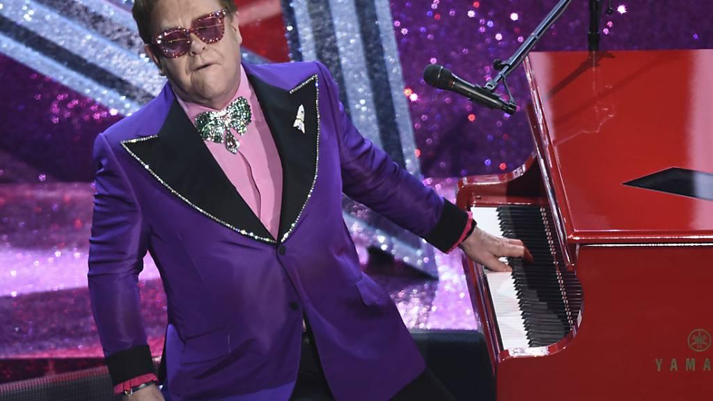 Schmerzen nach Sturz: Elton John verschiebt Abschiedstournee