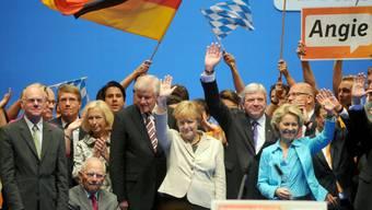 Merkel lässt sich in Düsseldorf feiern