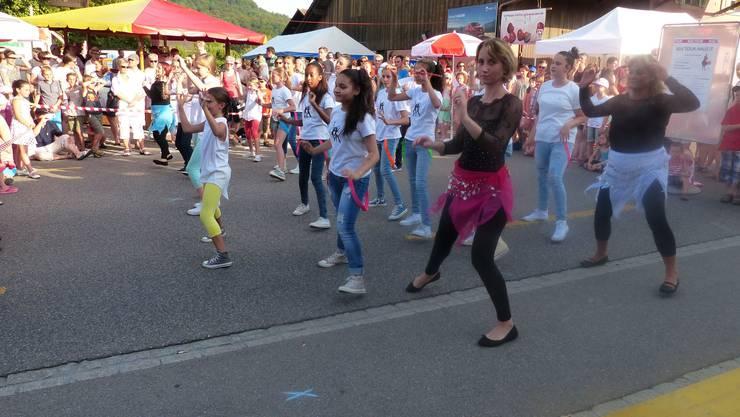 Tanzen macht glücklich - Schülerinnen der Tanzschule Alegria Dance
