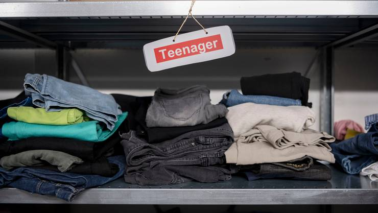 Im November wurden in der Schweiz leicht mehr Asylbewerber registriert. Im Symbolbild: Kleider in einem Bundesasylzentrum.