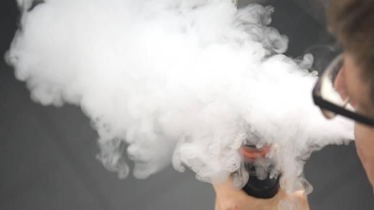 E-Zigaretten sind bei Kinder und Jugendlichen besonders beliebt. 73 Prozent der Befragten greifen am liebsten zu der modernen Alternative.
