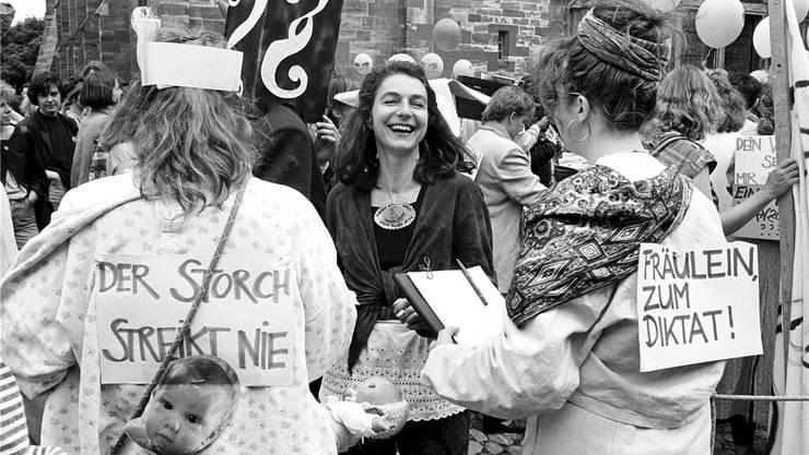 Frauen Streiken am 14. Juni 1991 auf dem Münsterplatz in Basel für die Gleichberechtigung von Mann und Frau.MICHAEL KUPFERSCHMIDT/Keystone