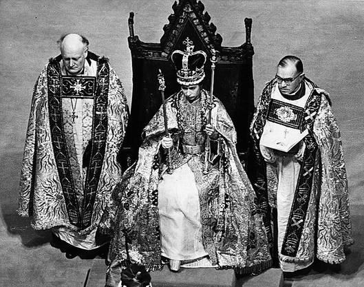 2. Juni 1952: Elizabeth wird als 26-Jährige zur Königin von Grossbritannien gekrönt. Erstmals wird die Zeremonie im Fernsehen übertragen. (Bild: Getty)