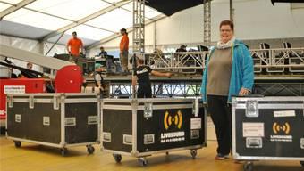 OK-Präsidentin Doris Müller hat den Überblick über den «Schupfart Festival»-Aufbau – etwa über die Installation der Elektrik und Bühne. nbo