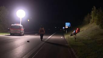 Ein Töfffahrer ist auf der Autobahn A3 gestürzt und hat sich schwer verletzt. Der 28-jährige Mann wurde mit der Rega ins Spital gebracht.
