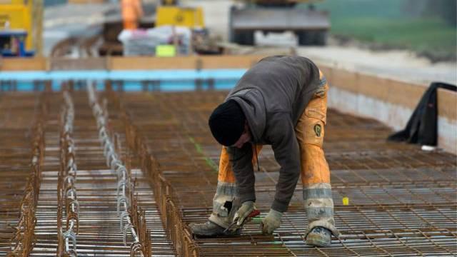 Gewerkschafter fordern mehr Lohn für Bauarbeiter (Symbolbild)
