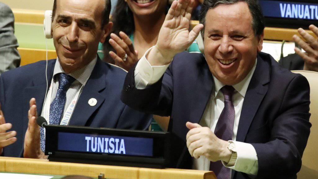 Auch der tunesische Aussenminister Khemaies Jhinaoui (r) zeigte sich erfreut darüber, dass die Uno-Vollversammlung sein Land für zwei Jahre in den Sicherheitsrat wählte