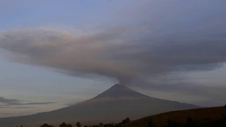 Allein am Freitag und Samstagvormittag hat der Vulkan Popocatépetl 183 mal Wasserdampf, Gas- und Aschewolken ausgestossen. (Bild vom 17. September)