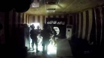 Kurdische Spezialeinheiten befreien mit US-Unterstützung IS-Geiseln im Irak.