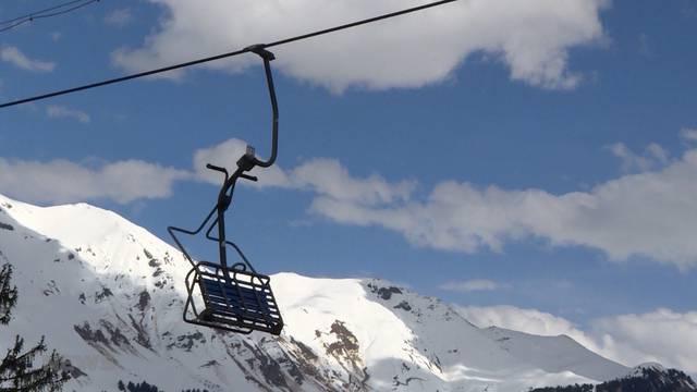 Saaner Bergbahnen hängen in der Luft