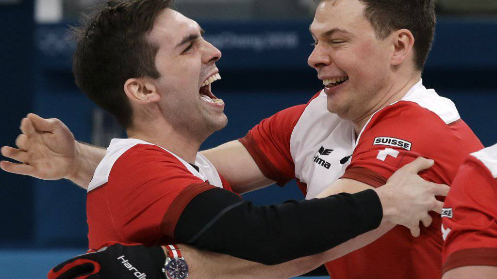 Die grösste Moment in ihren Curling-Karrieren: Skip Peter De Cruz (links) und Claudio Pätz