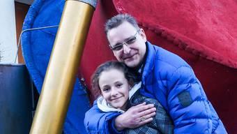 Frank Englisch mit Tochter Carolina vor dem Ehrenkammerer-Hut. smo