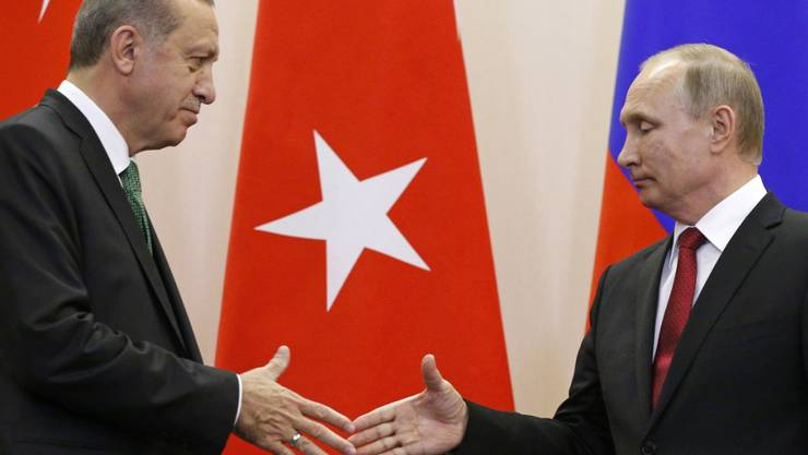 Händeschütteln in Sotschi: Nach zwei Jahren diplomatischer Eiszeit sehen Putin (r.) und Erdogan die alte Partnerschaft zwischen Moskau und Ankara wiederhergestellt.