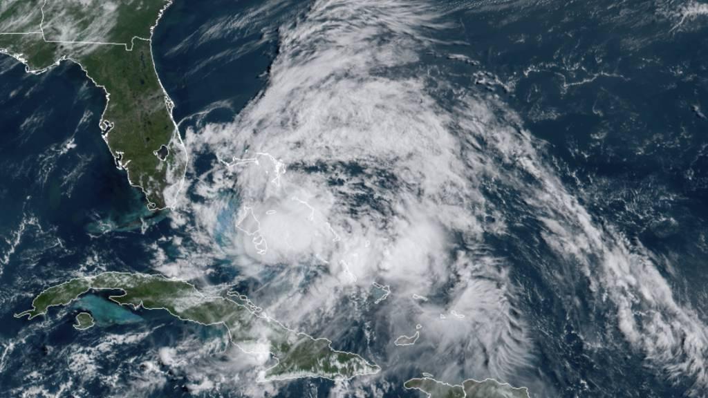 US-Wetteramt: Wirbelsturm «Isaias» hat wieder Hurrikan-Stärke