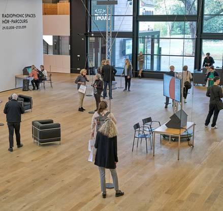 """Das Museum Tinguely beleuchtet mit""""Radiophonic Spaces"""" 100 Jahre Radiogeschichte"""