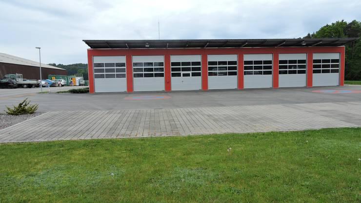 Auf dem Start-Ziel-Gelände. Beim Feuerwehrgebäude entsteht der Festplatz.
