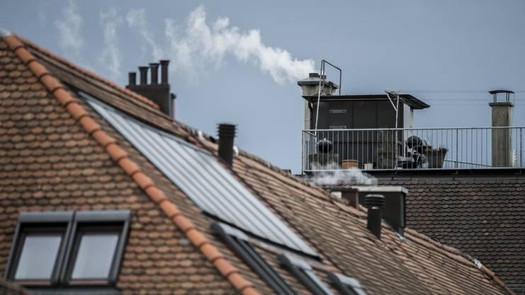 Die vielen Klimaanlagen auf den Dächern und Fassaden seien nicht nur optisch, sondern auch energiepolitisch unschön.