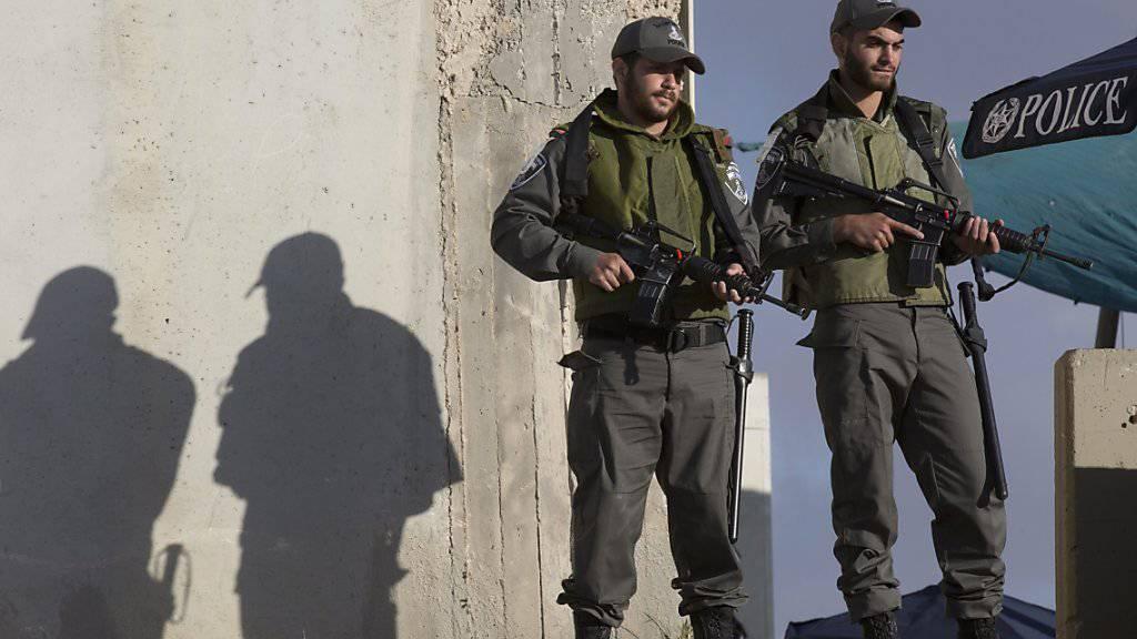 Israelische Soldaten an einem Checkpoint vor Jerusalem.