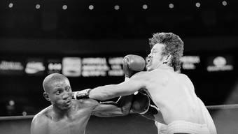 In typischer Manier: Pernell Whitaker weicht der Linken des Niederländers Farrain Comeaux aus und kontert zum Sieg (aufgenommen in einem Leichtgewichtskampf 1984 in New York)