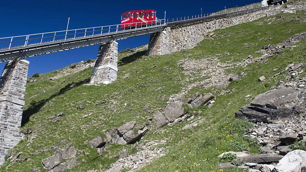 Die Niesenbahn steht seit Mittwoch wegen eines technischen Defekts still. Rund 300 Gäste mussten vom Berg evakuiert werden.