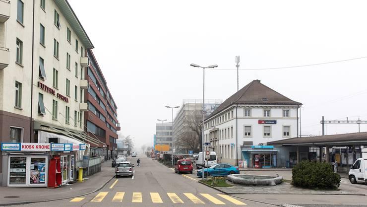Tempo 20 oder 30? Fussgängerstreifen oder nicht? Viele verkehrspolitische Fragen stellen sich im Bereich des Schlieremer Bahnhofs. Nun wurde bereits die zweite Volksinitiative zum Thema lanciert.