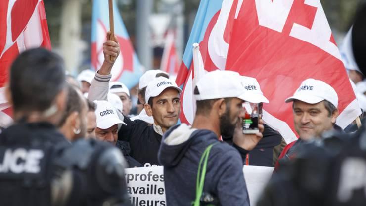 Für die Gewerkschaften ist der zweitägige Streik in Genf ein Erfolg. Die grosse Beteiligung zeige, dass die Bauarbeiter bereit seien, für ihre Rechte und ihre Würde zu kämpfen.
