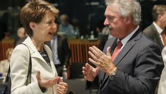 Simonetta Sommaruga im Gespräch mit dem luxemburgischen Aussenminister Jean Asselborn.