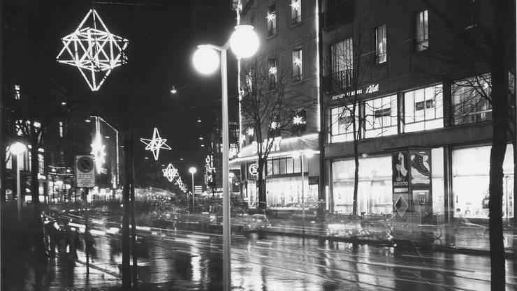 Vergangene Zeiten: die alte Weihnachtsbeleuchtung an der Bahnhofstrasse.