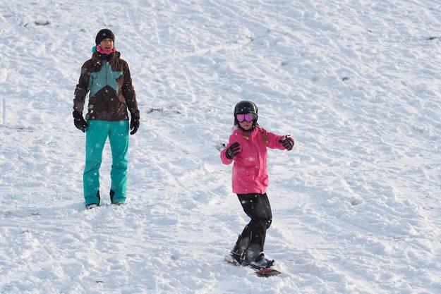Erste Snowboard-Versuche auf dem Allerheiligenberg