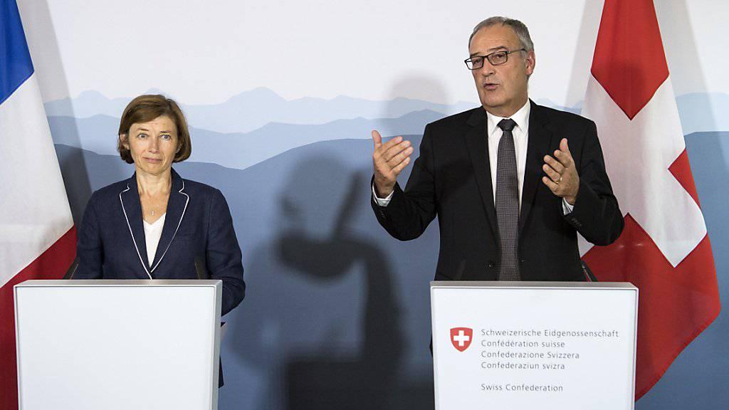 Bundesrat Guy Parmelin und die französische Verteidigungsministerin Florence Parly betonten vor den Medien in Bern, wie gut die bilaterale militärische Zusammenarbeit funktioniert.