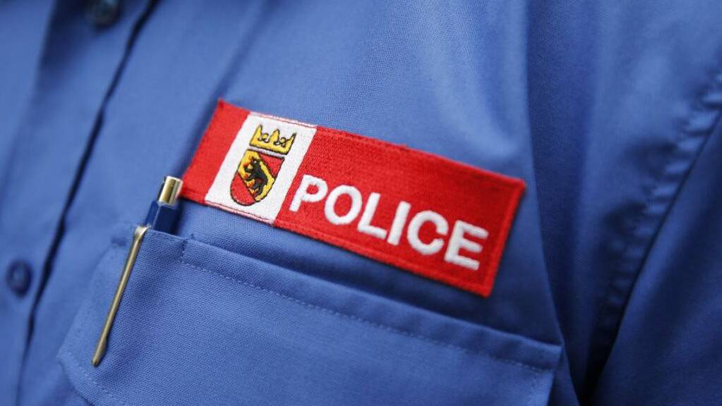 Die Berner Kantonspolizei ist vier Männern auf die Schliche gekommen, die immer wieder Flaschen und Eier aus einem Auto geworfen hatten.