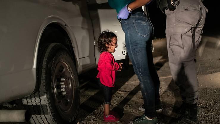 Dieses Foto des weinenden Flüchtlingskindes an der Grenze der USA von US-Fotograf John Moore hat die Jury überzeugt: Es ist das Weltpresse-Foto des Jahres 2018.