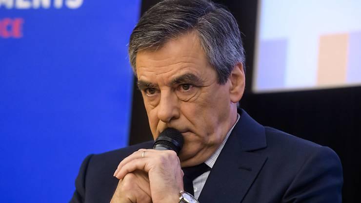 """""""Et alors?"""": Präsidentschaftskandidat Fillon betrachtet die Tatsache, dass er sich teure Massanzüge schenken lässt, ziemlich gelassen. Die Wählerinnen und Wähler könnten dies aber anders sehen."""