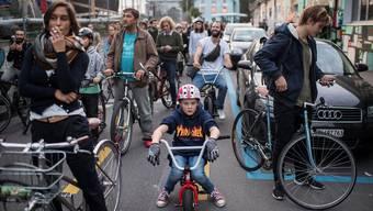 Velo alleine macht noch keine Verkehrspolitik. Bürgerliche möchten in den Städten mit einer umfassenden Verkehrsplanung punkten,ENNIO LEANZA/Keystone