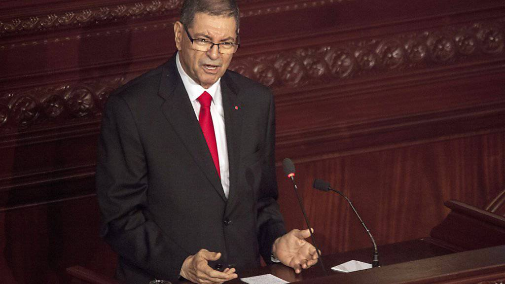 Tunesiens Regierungschef Habib Essid vor der Vertrauensabstimmung im Parlament.