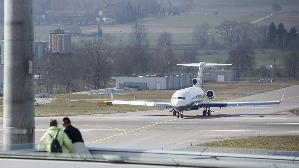 Flugzeug am Flughafen Zürich: Der Grund für drei Nachtlandungen von katarischen Regierungsmaschinen am Stephanstag ist geklärt. Der alt Emir hat sich in Zürich operieren lassen. (Archivbild)