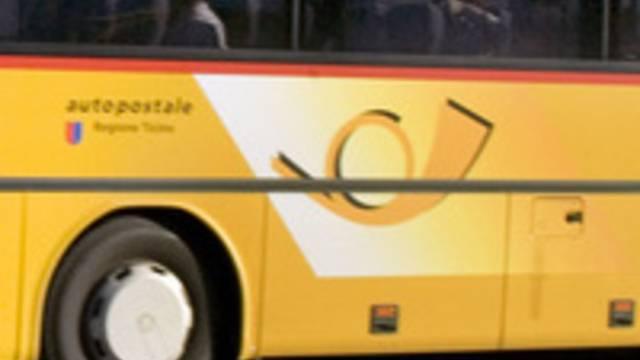 Tessiner Postauto ging in Flammen auf (Symbolbild)