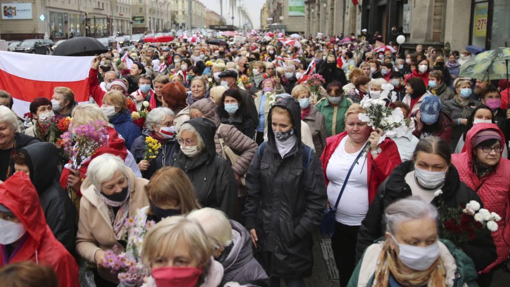 Fast 200 Festnahmen und Gewalt bei Seniorenprotest in Minsk