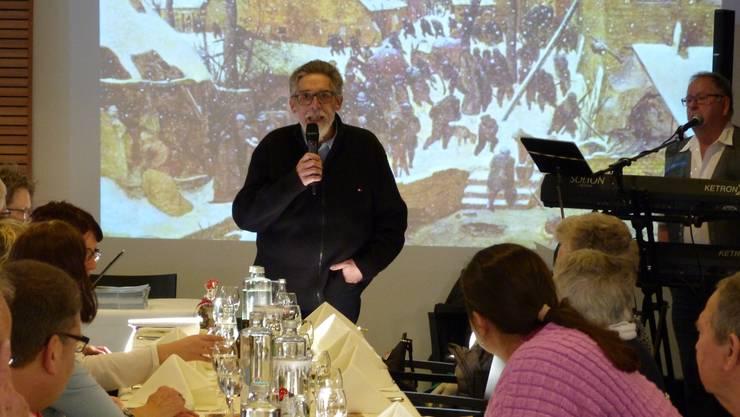 Vizepräsident Rolf Späti begrüsst die Anwesenden