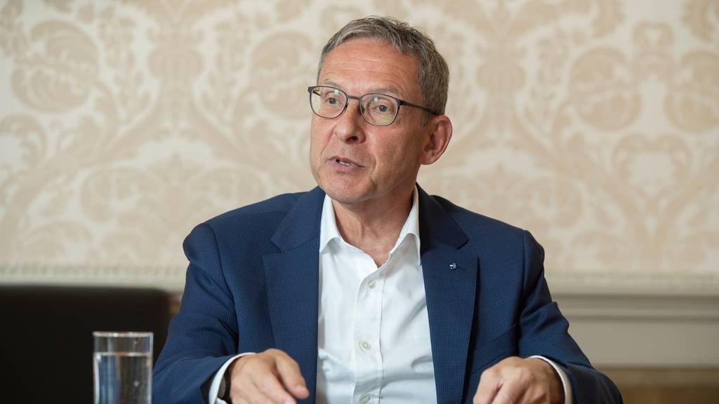 Der Aargauer Regierungsrat und Polizeidirektor Urs Hofmann wehrt sich gegen den Vorwurf, die Polizei mache bei Anti-Corona Demonstrationen zu wenig.
