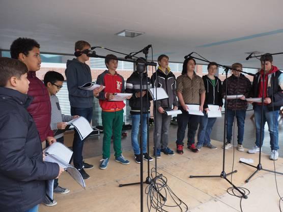 Der Chor Young Voices begleitete die Einweihungsfeier an der Schule Ebnet in Frick