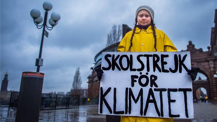 Bei Wind und Wetter: Gegen den Klimawandel – Greta Thunberg vor dem schwedischen Parlament in Stockholm am 30. November.