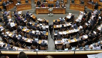 Die Kleidervorschriften im Nationalrat hängen von den Launen der Mitglieder des Ratsbüros ab. Dieses legt das ungeschriebene Gesetz aus. (Archivbild)