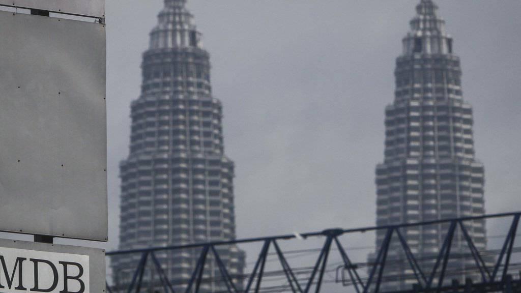 Der Korruptionsfall rund um den malaysischen Staatsfonds 1MDB zieht weitere Kreise - von Kuala Lumpur (auf dem Bild die Petronas Towers) bis in die Schweiz. (Symbolbild)