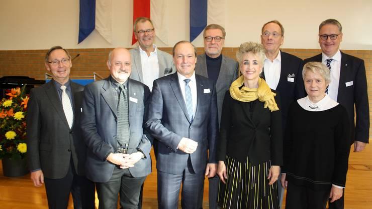 Sie feierten gemeinsam 50 Jahre Stadtrecht Dietikon (v.l.): Heinz Schatt, Dieter Kläy, Otto Müller, Jörg Kündig, Markus Notter, Carmen Walker Späh, Hans Bohnenblust, Jacqueline Fehr und Roger Bachmann.