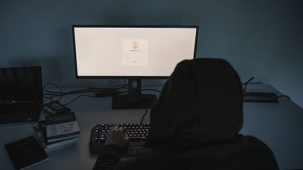 Wichtige digitale Anlagen sollen nicht gehackt werden können. Zug unterstützt deswegen den Aufbau eines Testinstituts für Cybersicherheit. (Symbolbild)