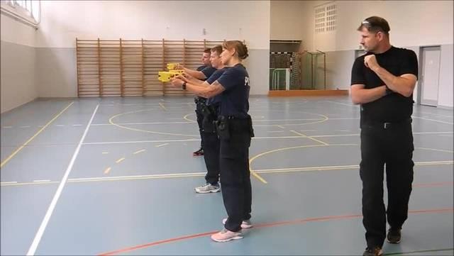 Stadtpolizei Grenchen bei der Taser-Ausbildung