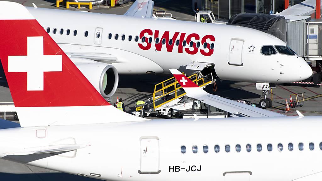 Die Kündigungswelle bei der Swiss fällt weniger hoch aus als befürchtet. Die Fluggesellschaft spricht 550 Kündigungen aus statt den ursprünglich geplanten 780. (Archivbild)