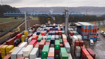 Wo und wie die Blechkisten in Zukunft durch das Nadelöhr Basel transportiert werden, entscheidet nicht zuletzt über die Staus auf den Autobahnen.